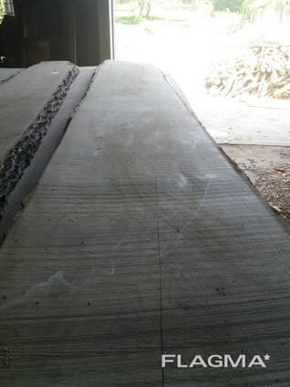 Доска дуба не обрезная сухая 50мм 3м 1сорт.