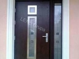 Композитная входная дверь Vikking в Латвии.